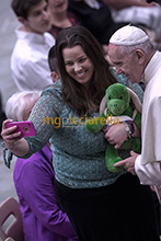 18-05-2017 Pope Francis meets people who suffer from Huntingtons disease